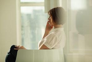 woman-using-telephone-e1481679491117